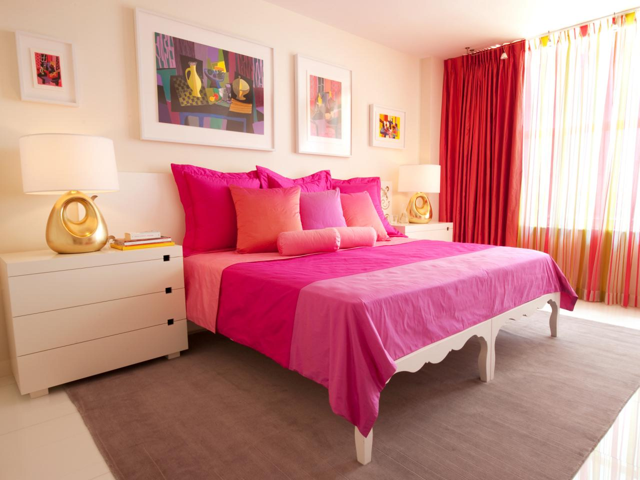 Kamar Tidur Sederhana Warna Pink